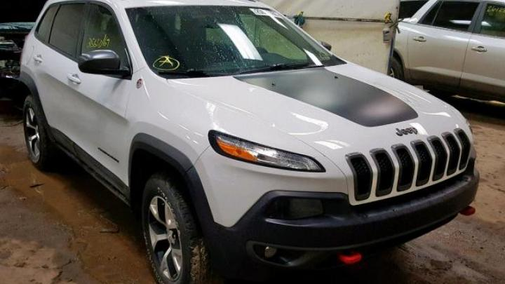 Jeep Cherokee 2015 Trailhawk 3.2 Teaser